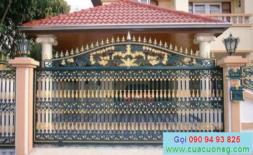 mẫu cổng sắt và hàng rào đẹp theo phong cách cổ xưa