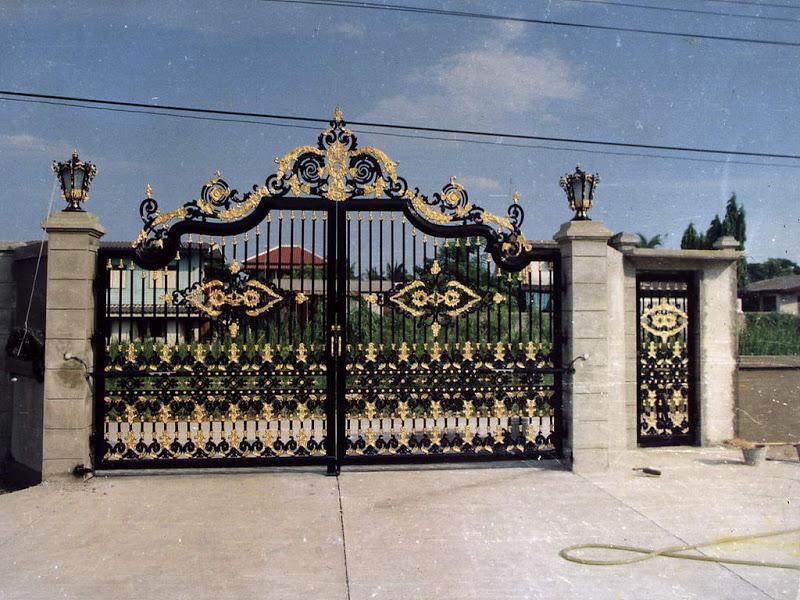 mẫu cổng sắt biệt thự hoa văn tinh xảo