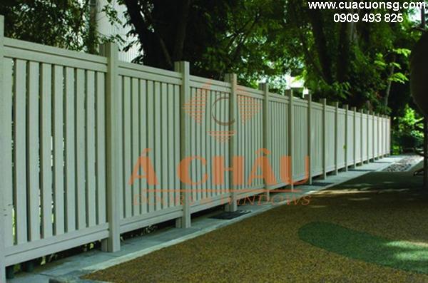 hàng rào sắt sơn trắng đơn giản mà đẹp