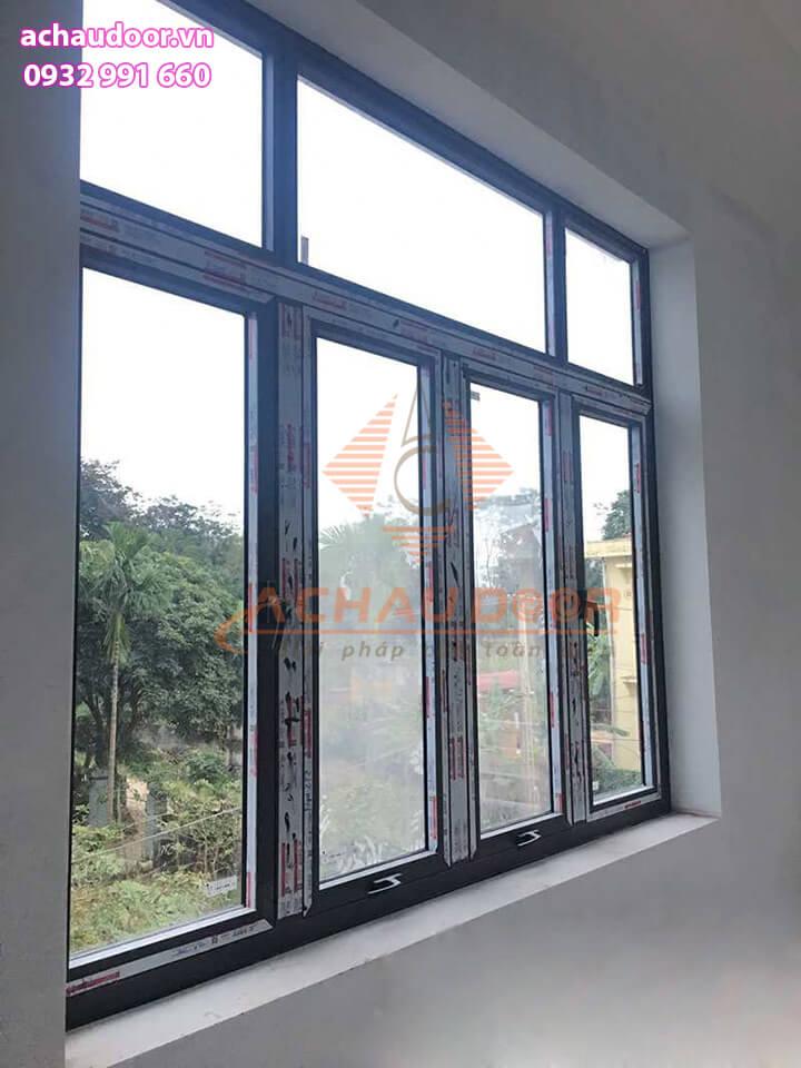 Cửa sổ mở hất 4 cánh nhôm Xingfa tại TPHCM